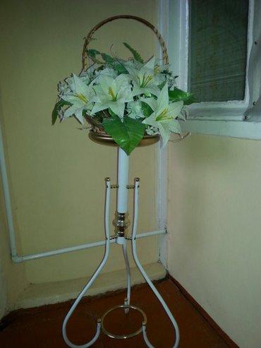 Gəncə şəhərində Dekor-3 ayaqlı gül qoymaqçün dekor