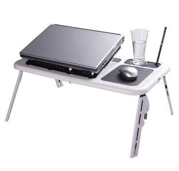 Sklopivi sto za laptop sa kuleromjednostavan i praktičan rasklopivi