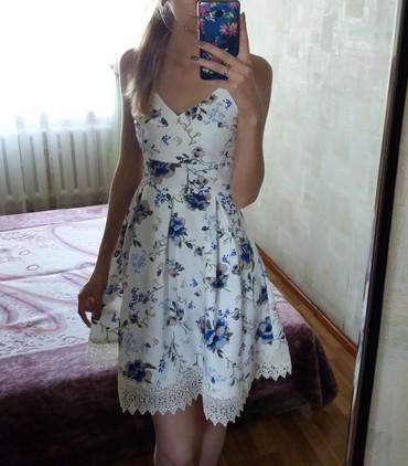 белое летнее платье в Кыргызстан: Продаю новое летнее платье, белого цвета с синими красивыми цветами