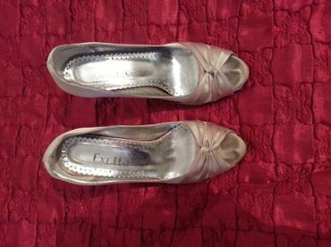 Токмок. женские атласные туфли б/у. в Токмак