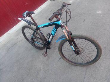 Спорт и хобби - Новопавловка: Продаю велосипед состояния отличная рама 19 размер колес 27