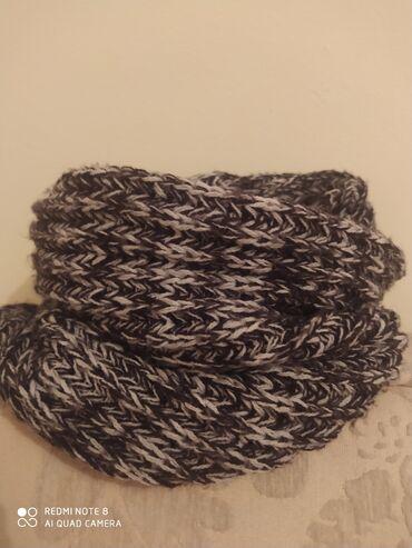 Продается шарф-хомут. Шарф без конца, не развязывается и тд. Очень удо