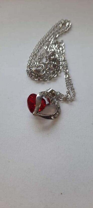 Ogrlice silver 550 din slova 800