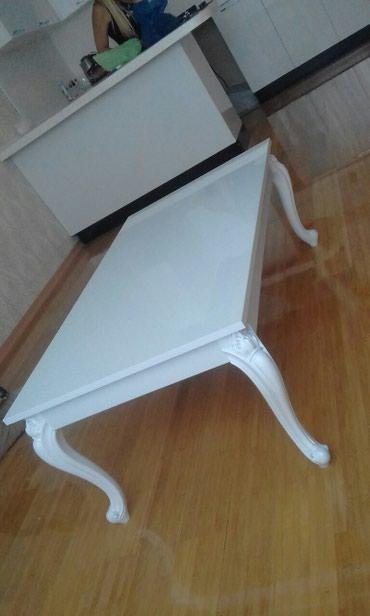 Bakı şəhərində Jurnal masası ( boya işi )