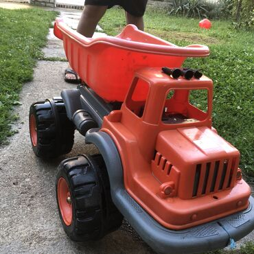 Za decu - Surdulica: Pilsan kamion, veliki dete može da se vozi u njemu. Kao nov, veoma