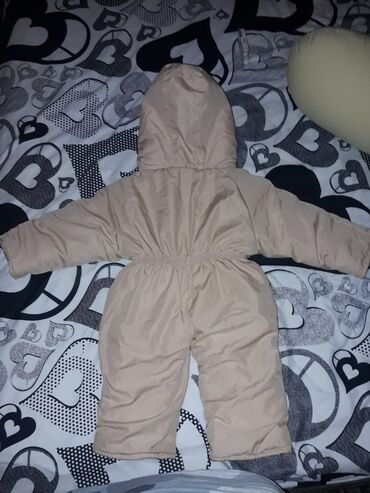 Dečija odeća i obuća - Backa Topola: Bebi topli i deblji skafander, pise broj S na etiketi. Evo mere pa se