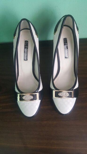 Срочно продаю туфли на каблуке . Надела один раз не подошли по размер