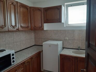 Bazen - Srbija: Apartment for rent: 1 soba, 30 kv. m sq. m., Kragujevac