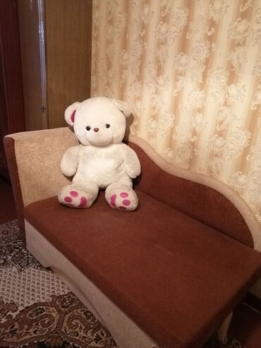 1177 объявлений: Продаю раскладную кровать. В отличном состоянии. 4000 сом. Торг