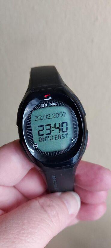 Visenamenski sat nov sa mnogo opcija, vrhunski
