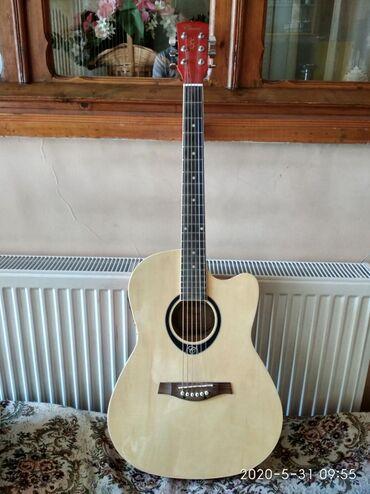 Orjinal Chard Gitara.Səsi əladır. Özü ideal gitaradır. Çox rahatdır