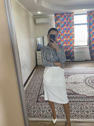 Продаю женскую рубашку в полоску. Размер стандарт. 500 сомов. И белую