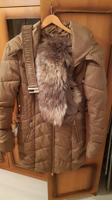 Duga zimska jakna - Srbija: Duga zimska jakna,sa pojasom i krznom na kapuljaci koje se skida kao