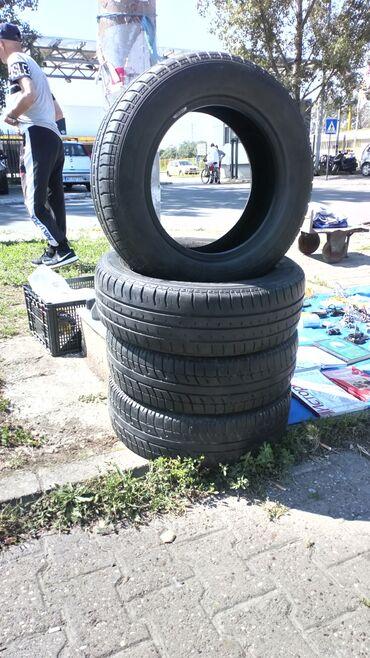 Fiat punto - Srbija: Prodajem letnje gume  2x Dunlop 185x65x14 10 evra po komadu 2x Sava 18