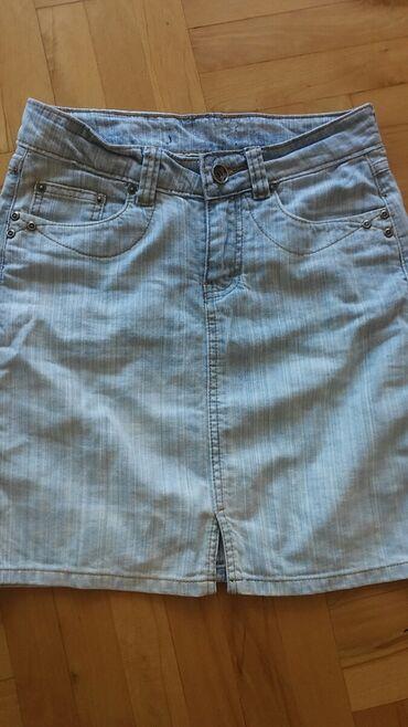 Svetla teksas suknjica od mekanog teksasa odgovara velicini M, L
