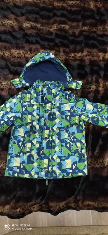 Куртка на мальчика,теплая для зимы, состояние отличное на 4 года