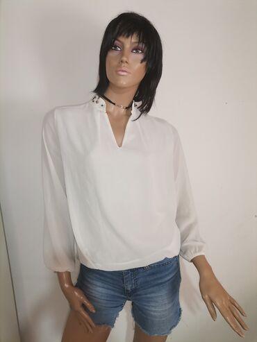Blejzer elegantan - Srbija: Elegantna bluza sa nitnama oko vrata Nova ne nošena Velicina M