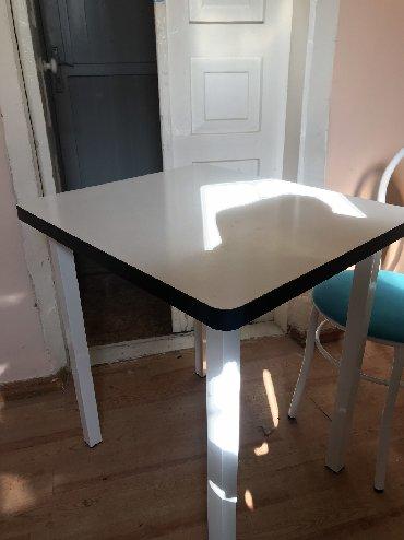 стол с двумя стульями в Кыргызстан: Продаются Стол,с стульями размер70*60 с двумя стульями Количество 5 ко