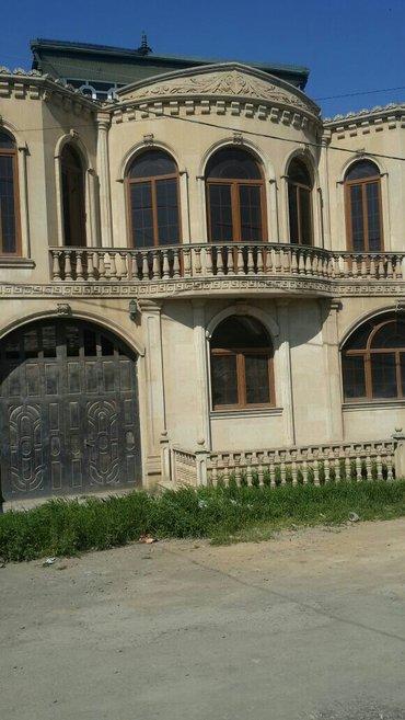Gəncə şəhərində Gencede elbanin yani 3 mertebeli villa 200000 tecili satilir