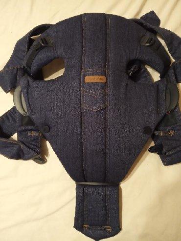 Βρεφικός μάρσιπος Baby Bjorn σε ουδέτερο χρώμα (jean) ώστε να