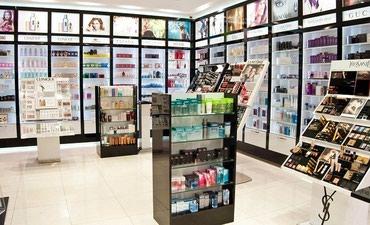 Bakı şəhərində Kosmetika magazasina administatr xanim teleb olunur. emek haqqi 500