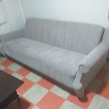 10086 oglasa: Kauč ispravan i udoban. Na jednom mestu progoreo