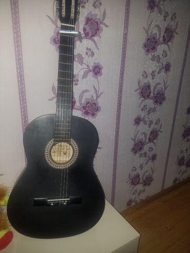 Musiqi alətləri Azərbaycanda: Salam,gitara əla vəziyyətdədir klassik gitardi istifade olunmuyub