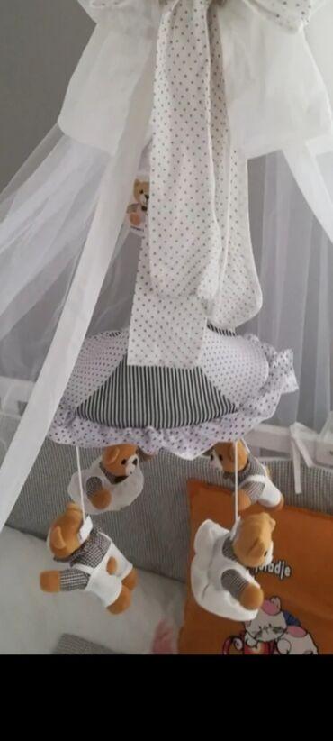 Kreveti - Srbija: Prodajem ovu vrtesku za krevetac, kao nova, placena 4500din, nije bila