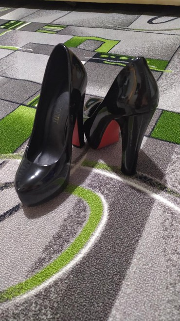 Продаю туфли! Размер 36. Практически в Бишкек