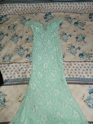 вечернее платья русалка в Кыргызстан: Шикарное платье, ментолового цвета, платье-русалка, на груди красивое