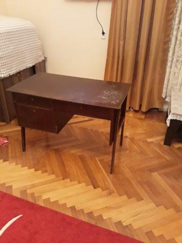 Bakı şəhərində Iş masası qədimidir. Bir az kosmetik təmirə ehtiyac var.