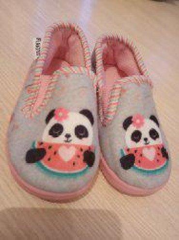 Детская обувь в Кара-Балта: Домашние тапки. Размер 21. Почти новая. Не одевала дочка игралась