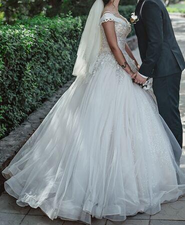 1808 объявлений: Продаю свадебное платье Надето 1 раз. Цвет айвори,пышное,корсет.  Цена