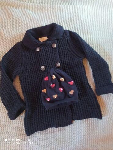 Zara teget džemper duplo kopčanje vel 122 ili 6-7 godina i kapa