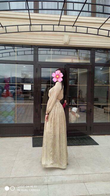 Продаю очень красивое платье цвет-золото с блесткаминадевали всего раз