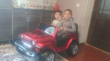 Детский мир - Кызыл-Туу: Машина сатылат, отличное состояние. Дополнительный аккумулятор