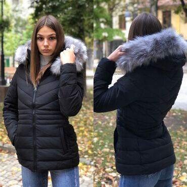 Fenomenalna kraca zimska jakna. Strukirana udobna topla savrsena. Nova