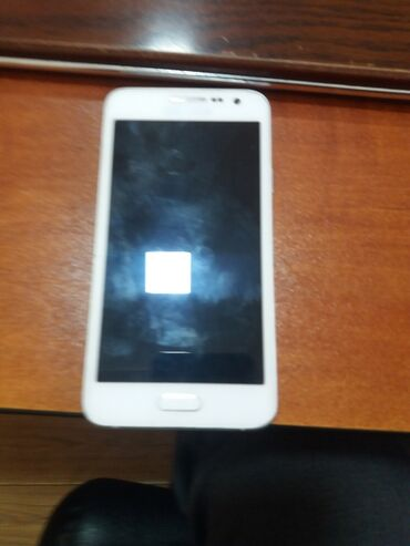 Samsung galaxy star - Кыргызстан: Б/у Samsung Galaxy A3 16 ГБ Белый