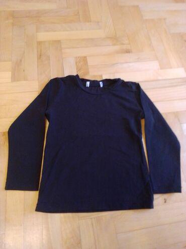 Dečija odeća i obuća - Nova Pazova: Crna obicna majica velicina 4