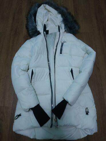 слип без рукавов в Кыргызстан: Новая зимняя куртка. Цвет: белый, рукава с пальчиками, размер XL
