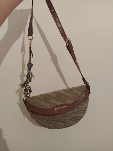 Продаю новую сумку balanciaga состояние идеальное цена 1300, торг
