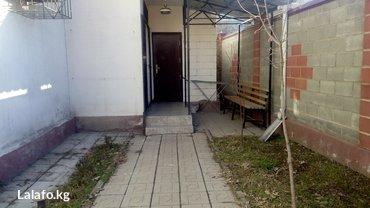 сдаю без посредников  две комнату под  офис(18м.кв)  в Бишкек