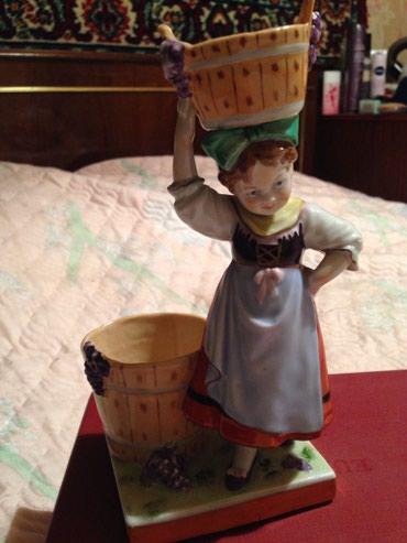 Антиквариат - Бишкек: Девочка с ушатами, Германия, фарфоровая статуэтка производство