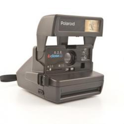 Bakı şəhərində Polaroid fotoaparatı satılı