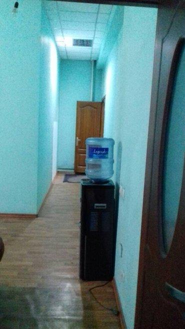 сдаю светлое и уютное офисное помещение на 2 этаже. расположена в райо в Бишкек