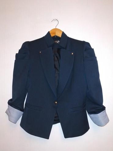 синий пиджак женский в Кыргызстан: Женский пиджак. В отличном состоянии, размер М, темно-синего цвета