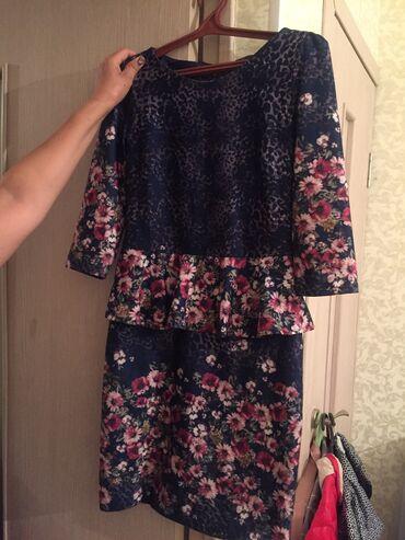 длинные вечерние платья с длинным рукавом в Кыргызстан: Продаю платье турецкое с цветочным принтом.Платье-обманка