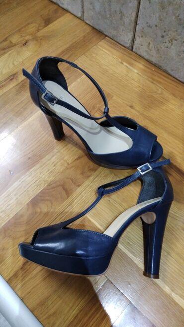 1689 oglasa | ŽENSKA OBUĆA: Kožne sandale,broj 37,kao nove,neostecene,nosene par puta