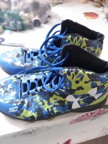 Срочно продаются спортивный обувь от фирмы UNDER ARMOUR состояние