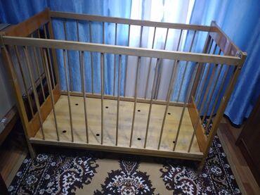 Продаю детский деревянный манеж звонить по номеру цена 1000 сом